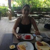 Photo taken at Restaurante Camburi by Jadiel A. on 3/10/2013