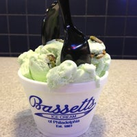 Photo taken at Bassett's Ice Cream by Aicirt on 10/19/2012