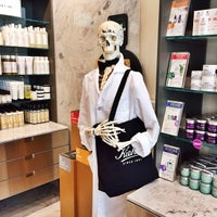 Photo taken at Kiehl's Since 1851 by Melody L. on 8/7/2014