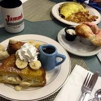 Foto tirada no(a) Jamm's Restaurant por Tuuba em 6/5/2016