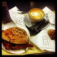 4/10/2013にEduardo B.がVyTA Boulangerie Italianaで撮った写真