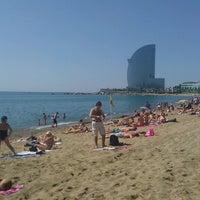 Foto tirada no(a) Praia da Barceloneta por Barry B. em 7/1/2013