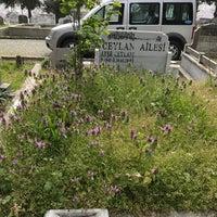 Photo taken at Feriköy İslam Mezarlığı by Aydin C. on 4/4/2017
