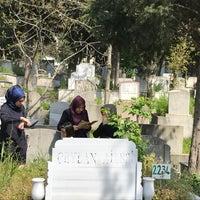 Photo taken at Feriköy İslam Mezarlığı by Aydin C. on 4/16/2017