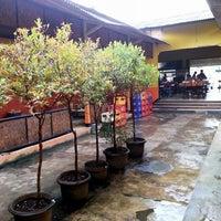 Photo taken at Bakso Titoti Wonogiri by Harry H. on 5/12/2014