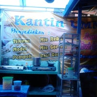 Photo taken at kantin ummi by Eriana Adeputri T. on 4/9/2013