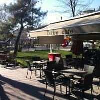 รูปภาพถ่ายที่ Tilbe Cafe โดย Sinan A. เมื่อ 3/5/2013