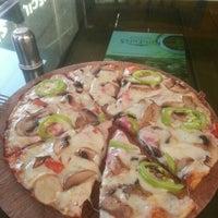 1/19/2016 tarihinde Ersin T.ziyaretçi tarafından Seçil Pizza'de çekilen fotoğraf