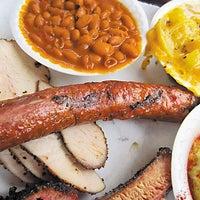 รูปภาพถ่ายที่ John Mueller Meat Company โดย Austin Chronicle เมื่อ 6/5/2013