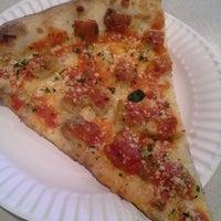 รูปภาพถ่ายที่ Rocco's Pizza & Italian Restaurant โดย Randy เมื่อ 2/12/2014