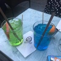 Foto scattata a 21 - Lunch Music Bar da Olysha007 G. il 6/7/2017