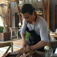 6/15/2013 tarihinde Juju A.ziyaretçi tarafından Nusr-Et Steakhouse'de çekilen fotoğraf