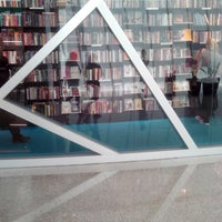 Photo taken at Livraria Vanguarda by Yasmin V. on 12/27/2013