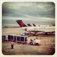 10/18/2013 tarihinde Keith J.ziyaretçi tarafından Atlanta Hartsfield–Jackson Uluslararası Havalimanı (ATL)'de çekilen fotoğraf