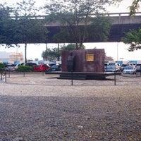 Foto tirada no(a) Praça Mauá por Emerson S. em 6/27/2013