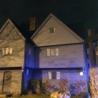 Das Foto wurde bei Witch House von Kenneth L. am 10/31/2013 aufgenommen