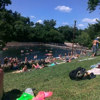 Foto tirada no(a) Barton Springs Pool por Joe M. em 6/16/2013