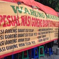 Photo taken at Nasi Goreng Babat Iso Mandiri by Qie Qie G. on 4/16/2013