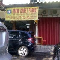 Photo taken at Bakmi Karet Planet by Riduant T. on 1/23/2013