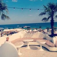 7/21/2013 tarihinde Риммаziyaretçi tarafından Ibiza Beach Club'de çekilen fotoğraf