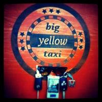 Photo prise au Big Yellow Taxi Benzin par Ergüder O. le7/14/2014