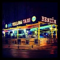 Photo prise au Big Yellow Taxi Benzin par Ergüder O. le7/11/2014