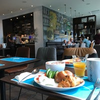 Photo taken at Motel One Dresden-Palaisplatz by Andreas S. on 8/4/2017