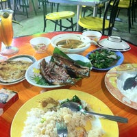 Photo taken at Restoran Anjung PD by Nordin K. on 2/7/2013
