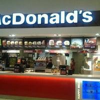 Foto diambil di McDonald's oleh Gizem Y. pada 1/17/2013