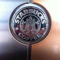 Foto tirada no(a) Starbucks por Andres F. em 5/12/2014