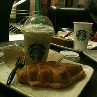 Foto diambil di Starbucks oleh Gilbert Z. pada 2/3/2013