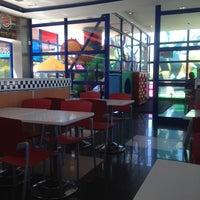 Photo taken at Burger King by Inma Z. on 5/14/2014