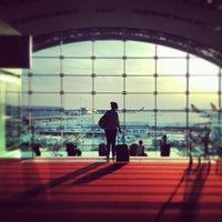 Foto tomada en Aeropuerto de París-Orly (ORY) por Lizzy L. el 8/26/2013