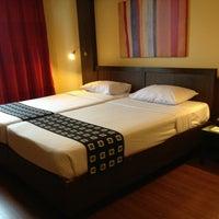 Photo taken at Bangkok Cha-da Hotel by Suriwassa R. on 5/23/2013