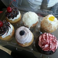 Photo taken at Cupcake and Things Bakery by Yary C. on 2/14/2013