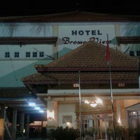 Foto diambil di Bromo View Hotel & Restaurant oleh Vinsensia Retno W. pada 5/6/2015