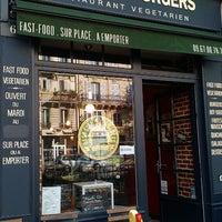 Photo prise au East Side Burgers par Chaiytra V. le8/9/2013