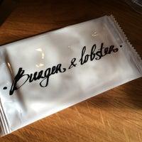 Foto tomada en Burger & Lobster por Vladimir M. el 7/26/2014