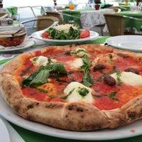 Снимок сделан в Pizzeria Regina Margherita пользователем Vladimir M. 5/8/2014