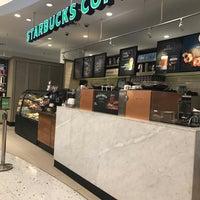 Foto tirada no(a) Starbucks por Porapat B. em 4/1/2017