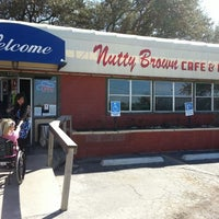 Photo prise au Nutty Brown Cafe par Matt W. le2/17/2013