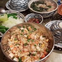 Photo taken at Quan Chi Hoa Vietnamese Cuisine by Thư T. on 1/22/2018