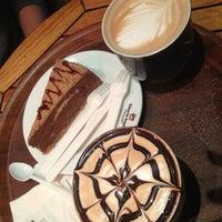 3/10/2013 tarihinde Neslihan O.ziyaretçi tarafından Gloria Jean's Coffees'de çekilen fotoğraf