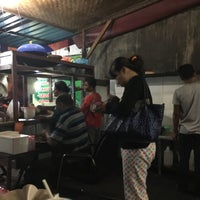 Photo taken at Tahu Tek & Tahu Telor Warung 98 by Alethia H. on 1/19/2016