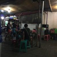 Photo taken at Tahu Tek & Tahu Telor Warung 98 by Alethia H. on 1/7/2016