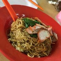 Photo taken at Kedai Makan Dan Minum Zheng Ji 成记烧腊鸡饭 by Lais c. on 10/3/2015