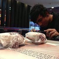 Foto tomada en McDonald's por Julian T. el 3/10/2013