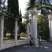 Photo taken at Villa Cortine Palace Hotel by Halit firat E. on 6/20/2014
