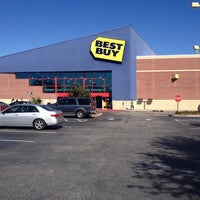 Photo taken at Best Buy by Rich L. on 2/9/2014
