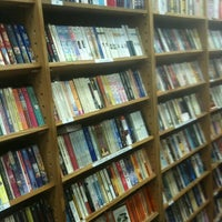 Foto tirada no(a) Half Price Books por Daniel V. em 3/25/2012